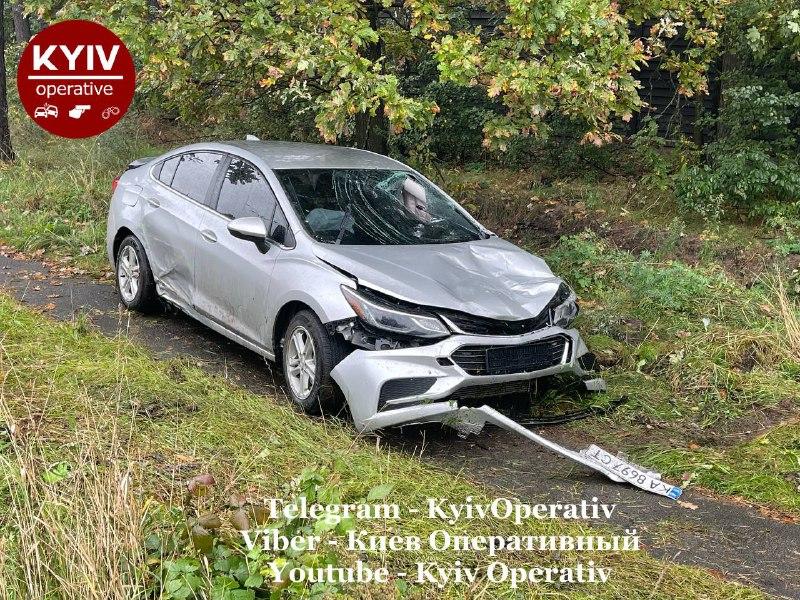 Авто на скорости под 150 км/ч влетело в бусик и насмерть сбило девушку на остановке в Киеве (фото, видео)