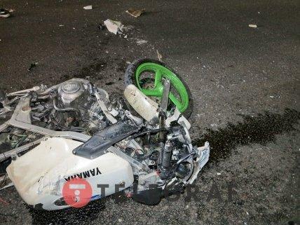 Мотоциклист на большой скорости врезался в фуру