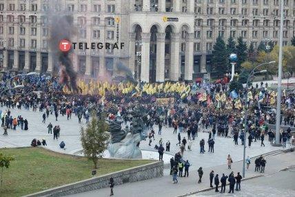 По Крещатику прошли тысячи украинцев