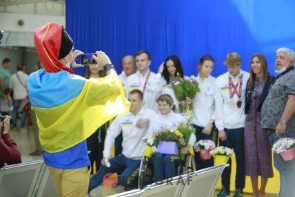 Украинских паралимпийцев встретили в аэропорту Борисполь