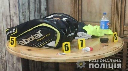 Криминалисты работают на месте самоубийства Олега Привалова
