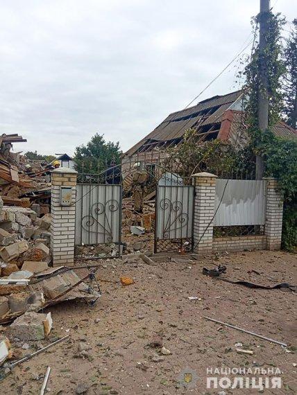 Дом в Приморске превратился в груду обломков