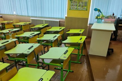 Детям не видно доски из-за учительского стола