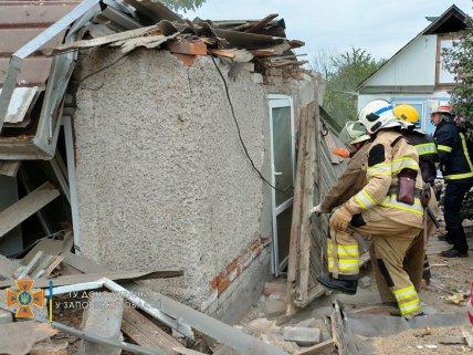 Спасатели помогли владельцу дома выбраться из завала