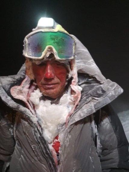 Альпинисты получили обморожения и травмы