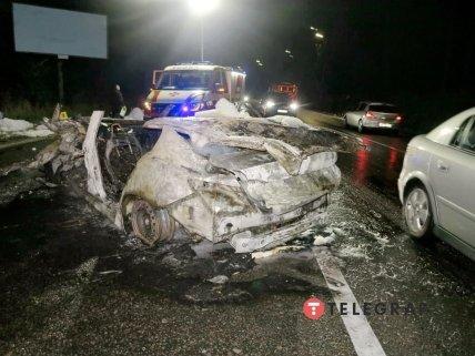 Автомобиль выгорел практически дотла