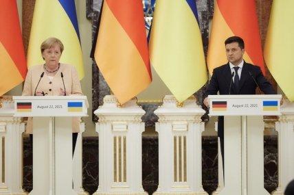 Меркель посетила Украину с прощальным визитом, но проигнорировала заседание Крымской платформы