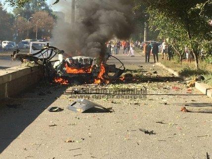 Машину разорвало от взрыва /