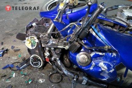 розбитий мотоцикл