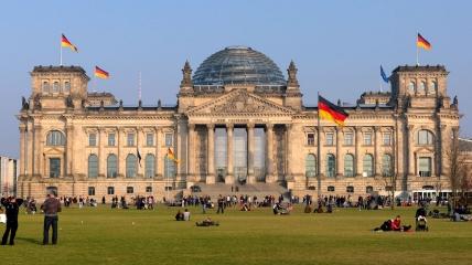 """Здание Рейхстага: согласно информации """"Spiegel"""" несколько членов ХДС пытались взыскать долги немецкой компании в Украине."""