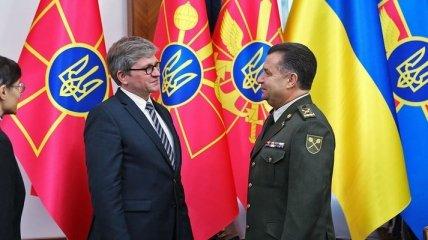 Полторак предложил углубить сотрудничество главе Бюро нацбезопасности Польши