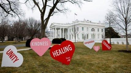 Первая леди США Джилл Байден помогала создавать украшения для Белого дома ко дню всех влюбленных (фото)
