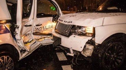 В Киеве внедорожник протаранил патрульное авто, пострадали полицейские