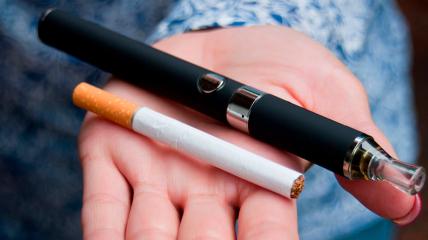 Электронные сигареты хотят приравнять к обычным