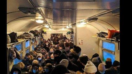 """""""Коронавирус не пролезет"""": сеть обсуждает фото из электрички Киев – Нежин"""