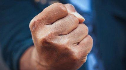 """""""Е**ло ей надо разбить"""": в Ужгороде агрессивный пассажир маршрутки избил женщину с ребенком (видео)"""