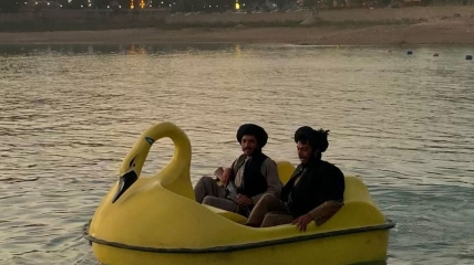 Таліби катаються на човні