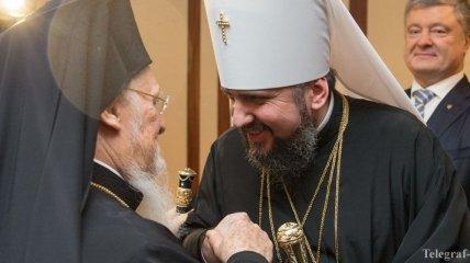 Вселенский патриарх Варфоломей вручил митрополиту Епифанию Томос