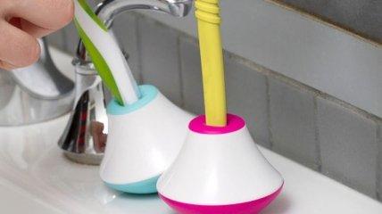 Подставка-неваляшка, которая не даст упасть зубной щетке