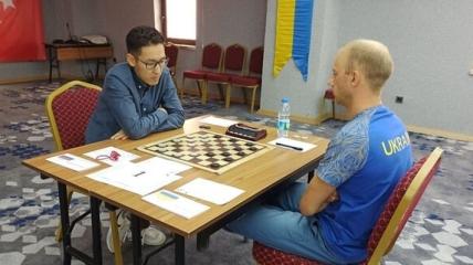 Юрий Аникеев (справа)
