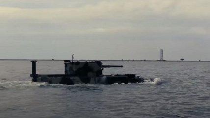 """ВСУ испытали новый плавающий бронетранспортер """"БТР-морпех"""" (видео)"""