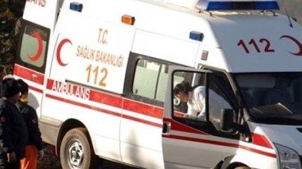 В Турции при столкновении микроавтобуса и поезда погибли восемь человек