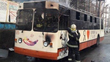 В родном городе президента сгорел троллейбус (Фото)
