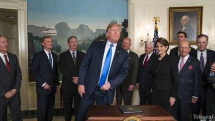 "Трамп временно предотвратил ""шатдаун"" в США"