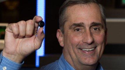 Intel представил полноценный компьютер размером с пуговицу