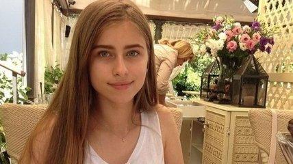 Внучка Софии Ротару поразила роскошной фигурой в патриотическом наряде