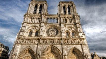 В соборе Парижской Богоматери провели первую после пожара службу