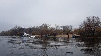 В Киеве на Днепре затонула Яхта