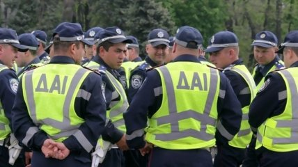 В Киеве водитель сбил на переходе женщину с ребенком