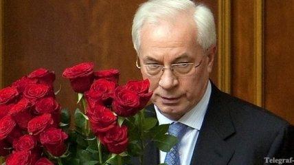Азаров поздравил украинцев с Днем семьи