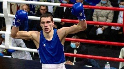 Украинский боксер-любитель уронил соперника молниеносным встречным ударом (видео)