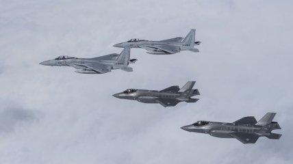 Истребители F-35 сразились в учебном воздушном бою с F-15 (Видео)