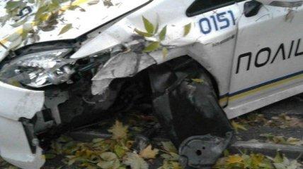 Во Львове машина патрульной полиции врезалась в дерево