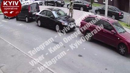 Нападение зафиксировала камера видеонаблюдения.