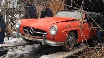В заброшенном сарае нашли раритетный Mercedes-Benz