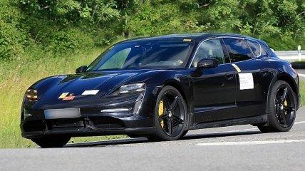 Porsche начал тестировать Taycan Cross Turismo