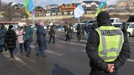 """""""Нам не на что жить"""": протестующие перекрыли дорогу на Буковель (фото, видео)"""