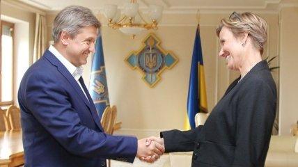 Посол ФРГ выразила поддержку начатым реформам в Украине