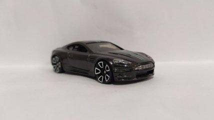 Aston Martin представил новую модель автомобиля