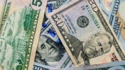 """Доллар упал """"в пропасть"""", евро не отстает: курс валют в Украине на 3 марта"""