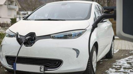 Зеленые номера, парковка, зарядка: с 1 января новые нормы для электромобилей