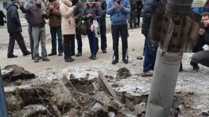 Яценюк дал три дня на решение вопроса о помощи Мариуполю и Краматорску