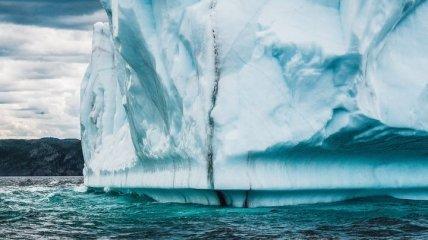 Гренландия тает: крупнейший ледник раскололся на части