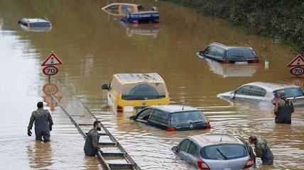 """После потопов в Европе в Украину могут хлынуть авто-""""утопленники"""": как распознать такие машины"""