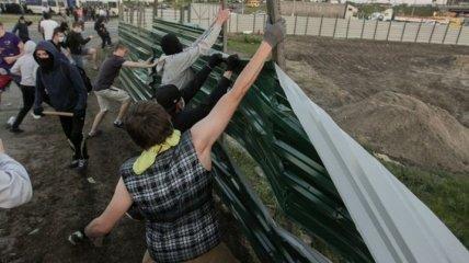 На месте скандальной застройки в Киеве начали обустраивать сквер