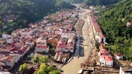 В Турции почти шесть десятков человек погибли вследствие потопа (видео)